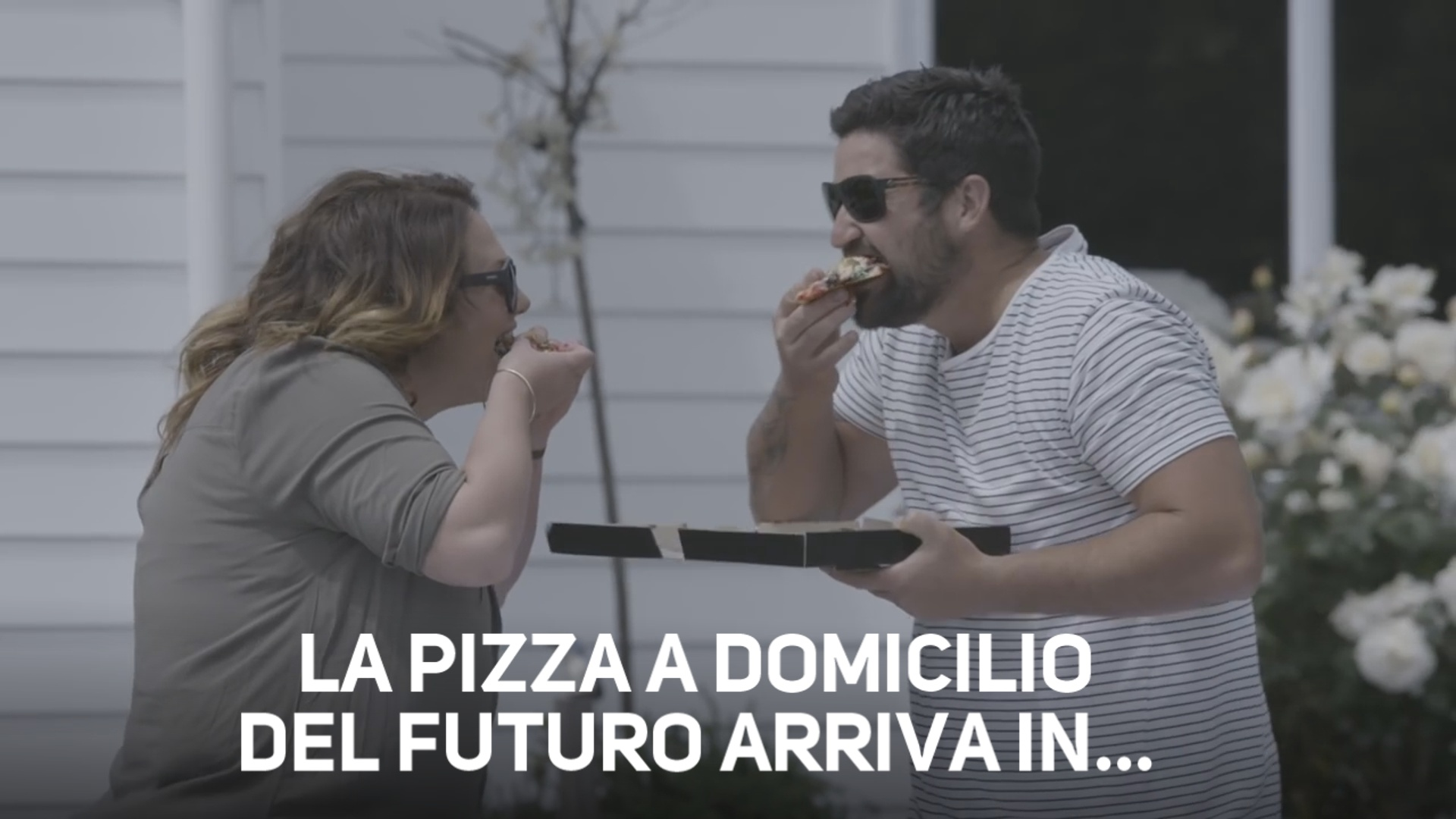 Incredibile! Domino's consegna le pizze con…