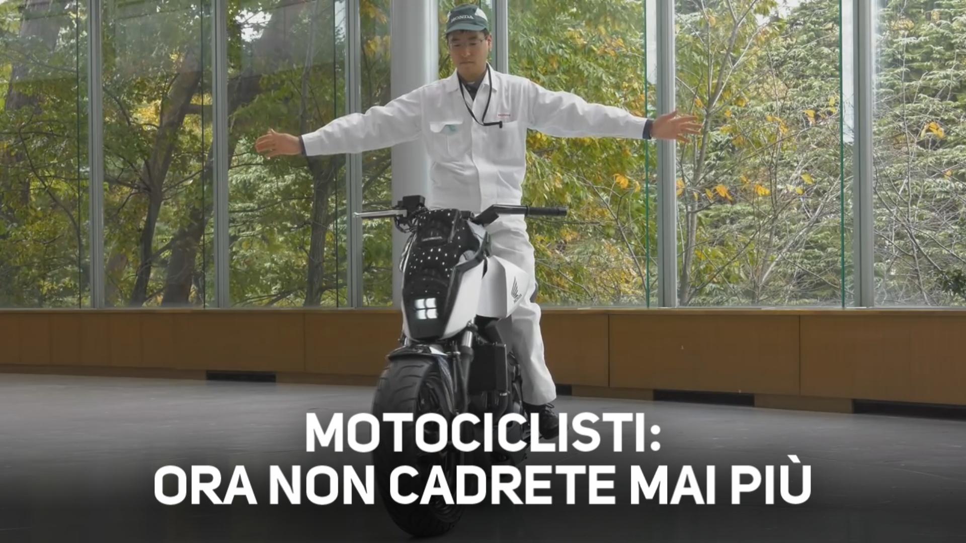 Svolta per gli imbranati: la moto sta in piedi da sola